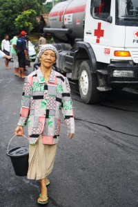 Water distribution for villagers at Kepuharjo Village near the mountain area/ Photo courtesy of PMI
