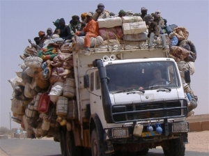 Smuggled migrants on edge of Sahara desert/ Photo courtesy of Ibrahim Diallo Manzo for IRIN