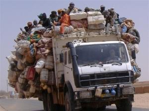 Smuggled migrants on edge of Sahara desert/ Photo courtesy of Ibrahim Diallo Manzo for IRIN